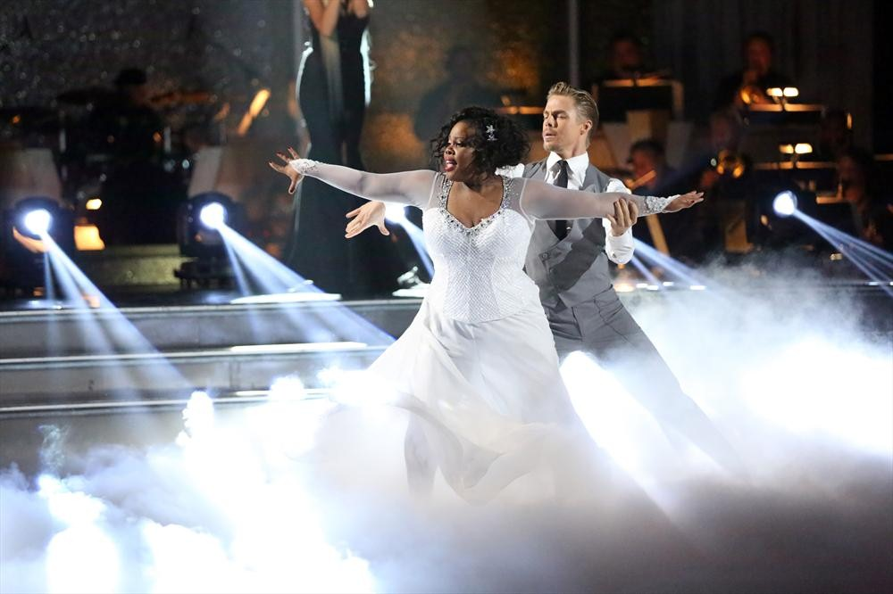 Watch: DWTS Champ Amber Riley Congratulated By Glee Stars in Adorable Video!!
