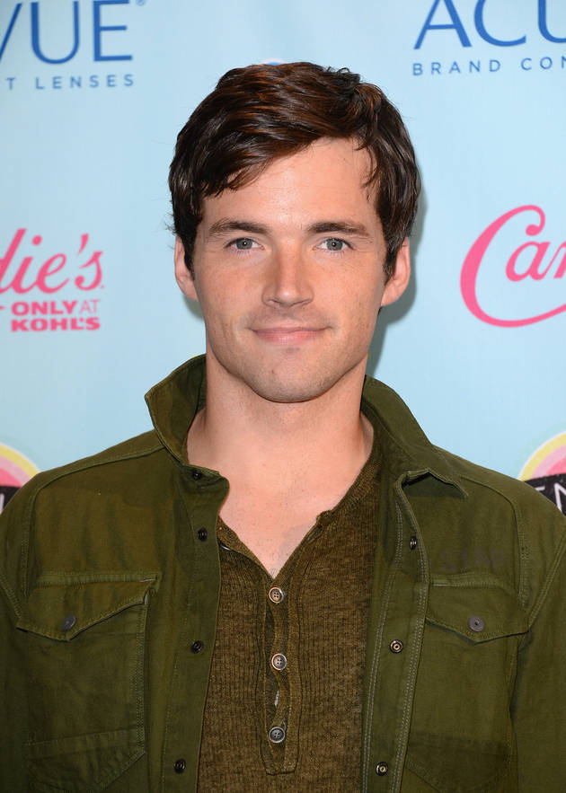 Ian Harding Gets a Creepy Mask Made — Is It For Pretty Little Liars?