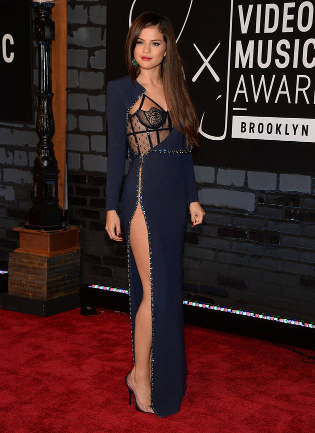 Does Selena Gomez Kiss on the First Date? She Says…
