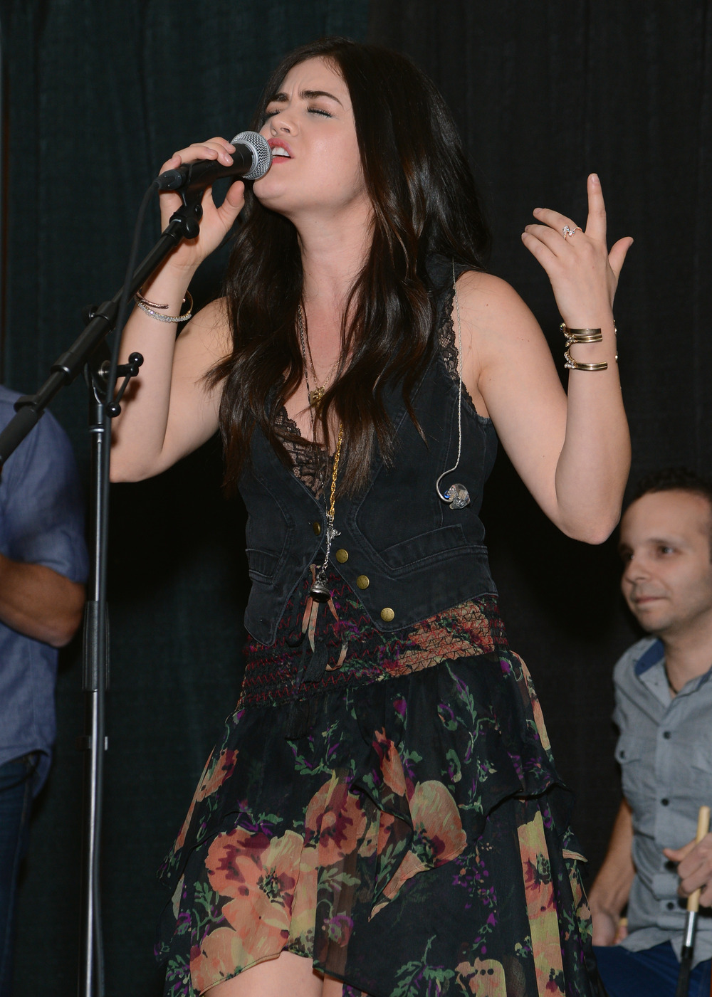 "Lucy Hale Sings ""Nervous Girl"" — Watch the Pretty Little Liar Perform Live! (VIDEO)"