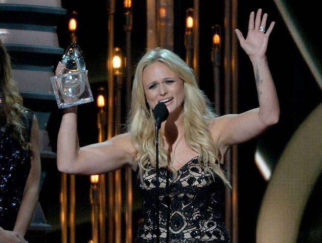 CMA Awards 2013: Miranda Lambert Wins Female Vocalist of the Year