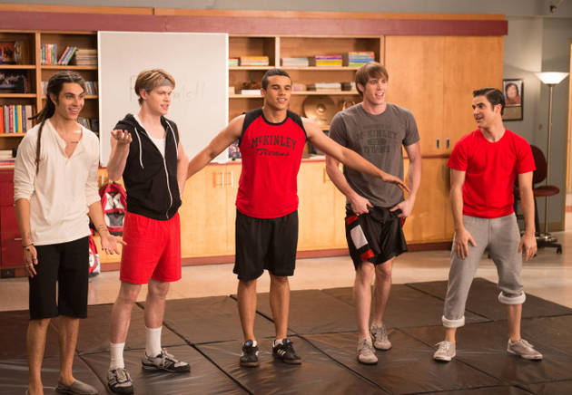 Glee Season 5: [Spoiler] Cheats With [Spoiler]!