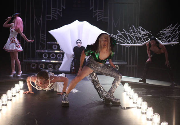 "First Listen: Lady Gaga's ""Applause"" Glee in Season 5, Episode 4: ""A Katy or a Gaga"""