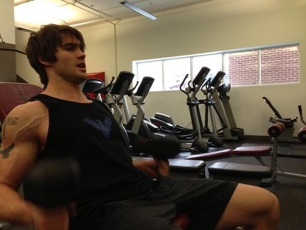 Vampire Diaries Star Steven R. McQueen Shows Off Huge Muscles (PHOTO)