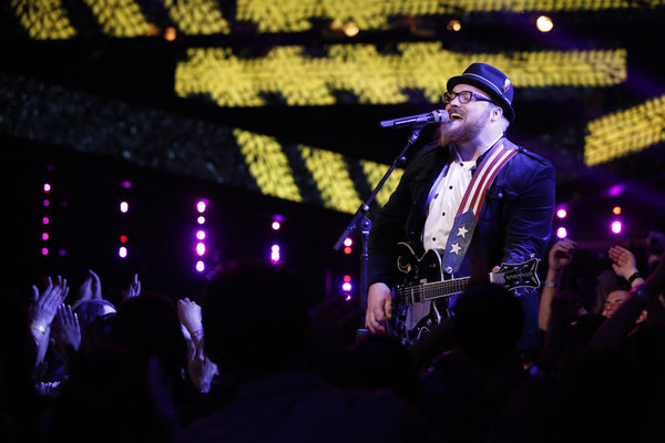 Watch Austin Jenckes Sing on The Voice 2013 Live Shows, November 18 (VIDEO)