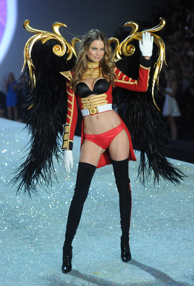 Adam Levine Cheers on Fiancée Behati Prinsloo at Victoria's Secret Fashion Show