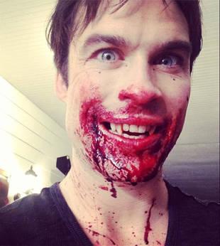 """Vampire Diaries Star Ian Somerhalder Tweets Bloody """"Season's Greetings"""" From Damon (PHOTO)"""