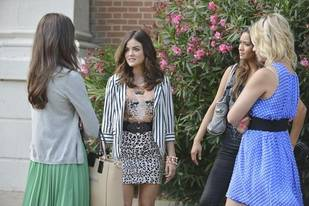 Pretty Little Liars Season 4B: Aria Spoilers Roundup — Will She Find Out About Ezra?