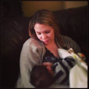 Kailyn Lowry Shares Photo of Herself Breastfeeding (PHOTO)