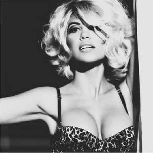Kourtney Kardashian Goes Platinum in Marilyn Monroe-Inspired Pic
