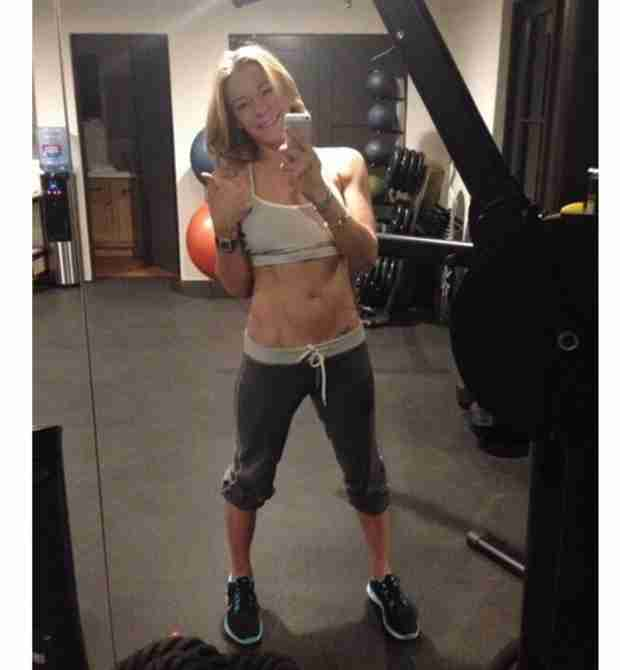 LeAnn Rimes Tweets Her Amazing Abs (PHOTO)