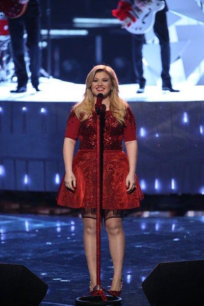 Kelly Clarkson on Pregnancy So Far: It's Horrible!
