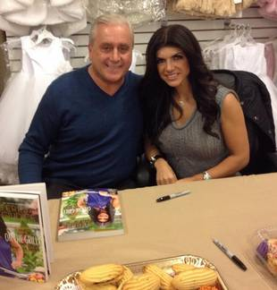 Teresa Giudice Munches Desserts and Chats With Fans — What Legal Drama?