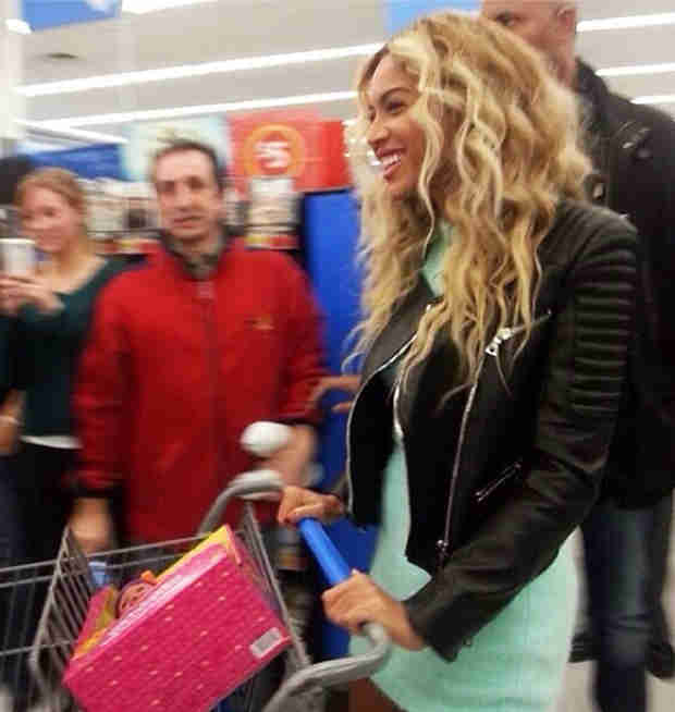 Beyonce Surprises Walmart Customers With $50 Gift Cards