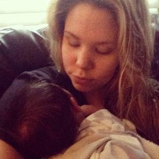 Kailyn Lowry Snuggles With Baby Lincoln (PHOTO)