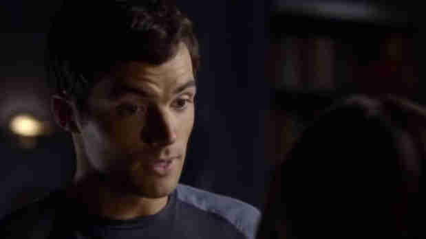 Pretty Little Liars Season 3 Flashback: Ezra's Sketchy Explanation For His Drawer Full Of Cash