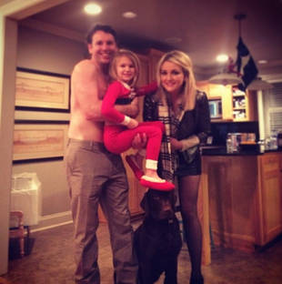 Jamie Lynn Spears, Shirtless Fiance, Daughter and Dog Celebrate Holidays (PHOTO)