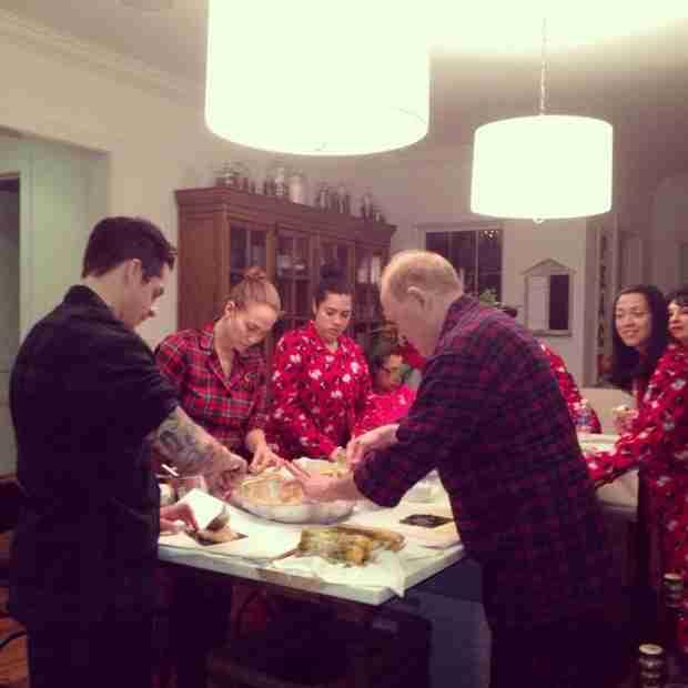Jennifer Lopez Goes Makeup-Free With Boyfriend Casper Smart on Christmas Eve (PHOTO)
