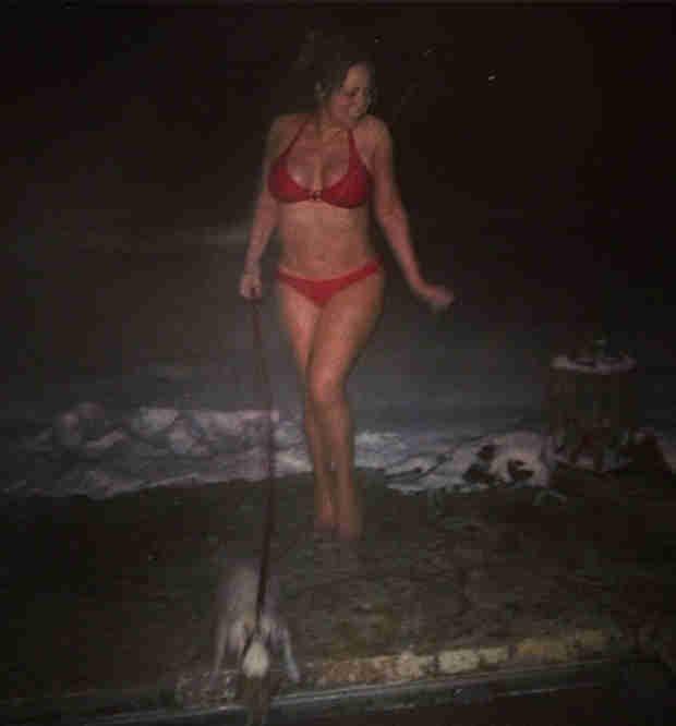 Bikini-Clad Mariah Carey Walks Dog in Snow, Gets Cute With Dem Babies (PHOTOS)