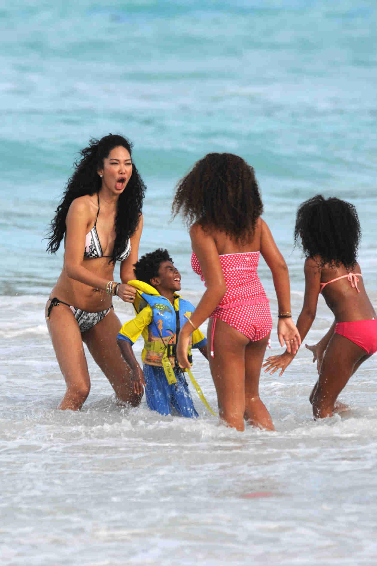 Kimora Lee Simmons: Hot Bikini Body — Ocean Fun With Her 3 Kids!