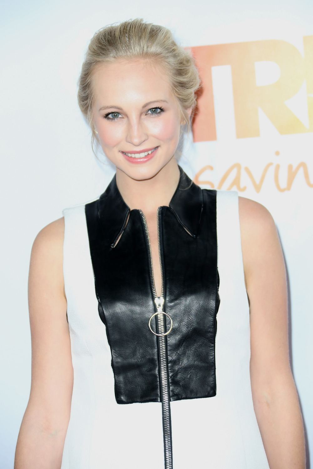 Vampire Diaries Star Candice Accola Is Adorable in Her Holiday Pajamas (PHOTO)