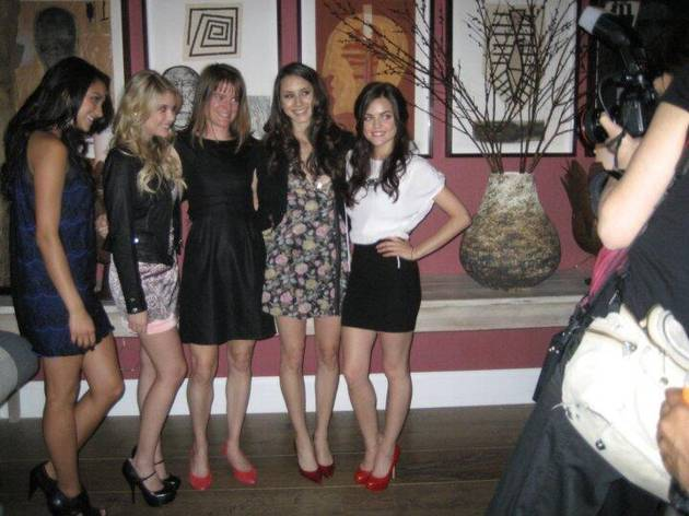 Pretty Little Liars Cast Throwback Photo — See How Young They Looked Back in Season 1!