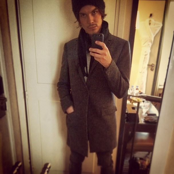 Ravenswood Star Tyler Blackburn Bundles Up in Super Hot Selfie (PHOTO)