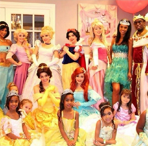 "Sean ""Diddy"" Combs' Twin Daughters Turn 7 With Disney Princess Birthday Party (PHOTOS)"