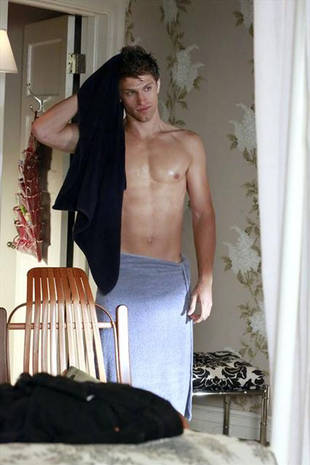 Pretty Little Liars Spoilers: Will Shirtless Toby Make Us Cry in Season 4?