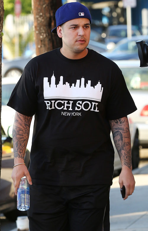 "Rob Kardashian Wears Marijuana-Themed Shirt — Implying He ""Moves"" 420!"