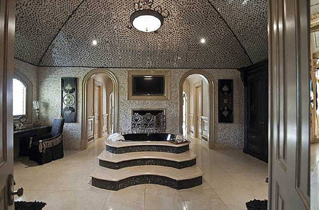 Big Poppa S House On Sale For 19 9 Million Take A Peek Inside
