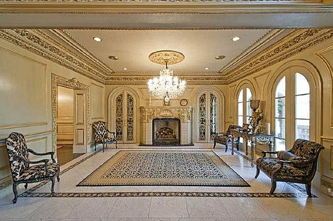 Image gallery inside of big mansions for Big houses inside