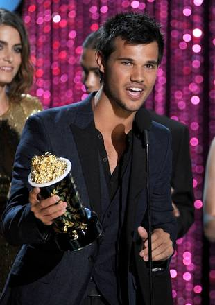 Taylor Lautner Wins Best Shirtless Performance — Who Should've Won MTV Movie Award?