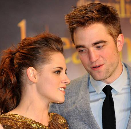 Robert Pattinson and Kristen Stewart Rock Out at Coachella (VIDEO)