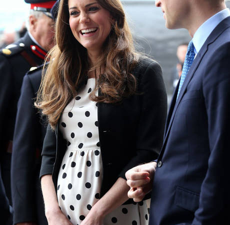 Pregnant Kate Middleton's Dress Flies Up in London Wind