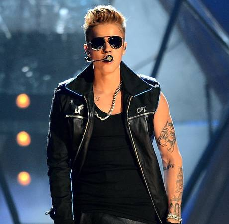 Justin Bieber's One-Armed Leather Jacket at the 2013 BMAs: Hot or Not? (PHOTO)