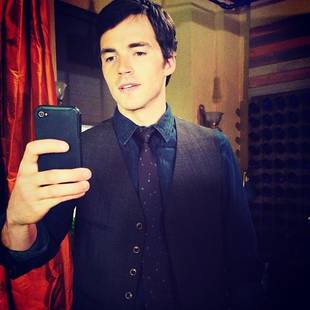 Pretty Little Liars Stars Lucy Hale and Ian Harding Take Selfies on Set (PHOTO)
