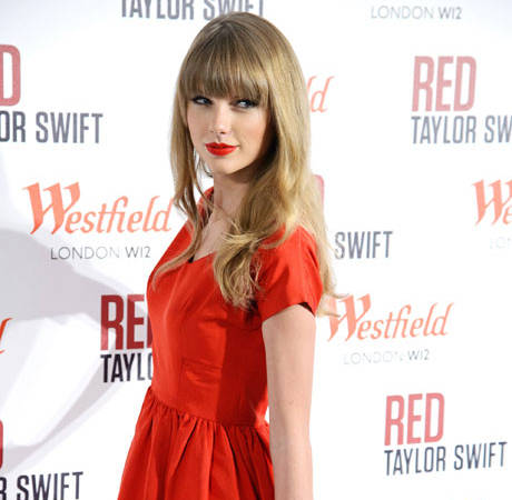 Taylor Swift Refuses to Give Unsolicited Advice, Discusses Best Relationship