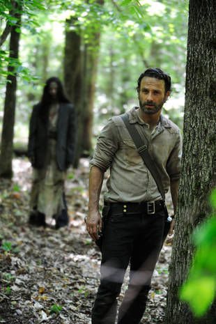 The Walking Dead Season 4 Spoilers: New Set Photos Show Military Camp