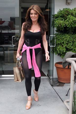 Lisa Vanderpump Flaunts Sexy Figure in Spandex While Eating Lunch (PHOTO)