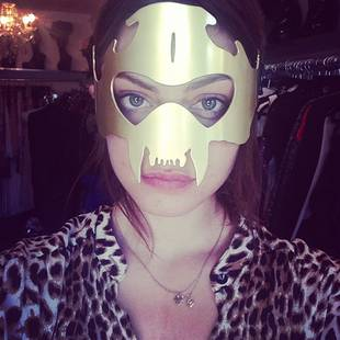 "Phoebe Tonkin Shows Off Her ""Casual"" Look — and Superhero Alter Ego? (PHOTO)"