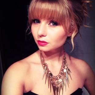 Taylor Swift Look-Alike Bullied, Beaten For Resembling Pop Star