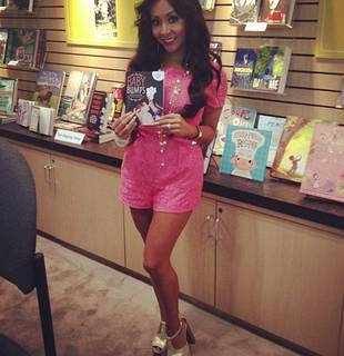 Snooki Releases Pregnancy Book, Baby Bumps! (PHOTO)