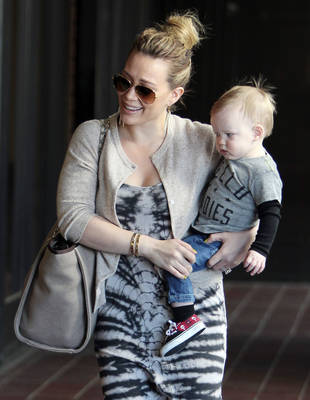 """Hilary Duff Vents About Paparazzi """"Weirdos"""" Snapping Pictures of Luca at the Park"""