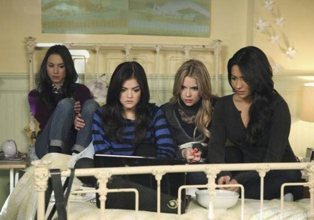 "Pretty Little Liars Pilot Title Revealed! ""[SPOILER] In Life and Death,"" Says Marlene King"