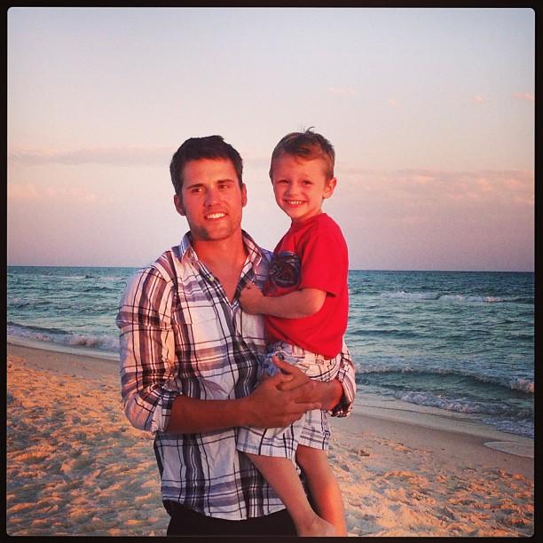 Ryan Edwards Takes Son Bentley to the Beach! (PHOTO)