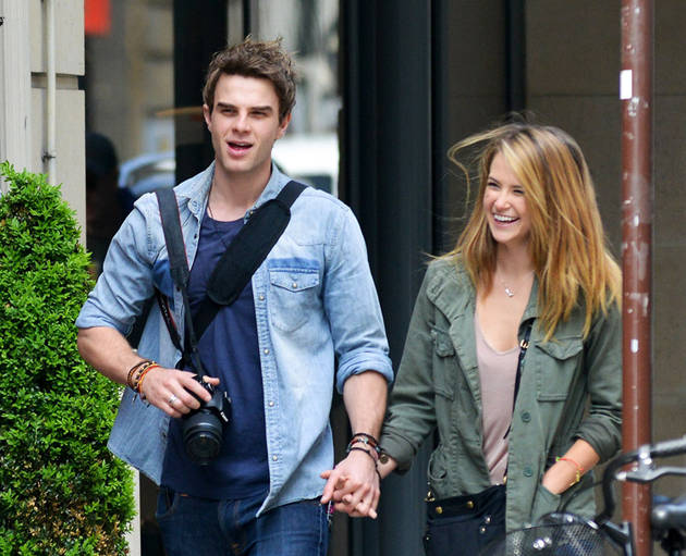 Vampire Diaries' Nathaniel Buzolic Holds Hands With Mystery Girl in Paris (PHOTOS)