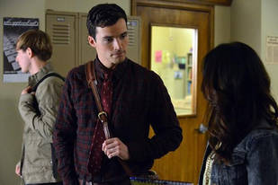Pretty Little Liars Season 4: Ezra and Jake Scenes Are…