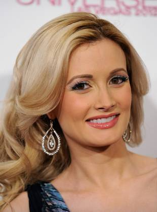 Holly Madison Shows Off Her Post-Baby Bikini Body With Newborn Rainbow