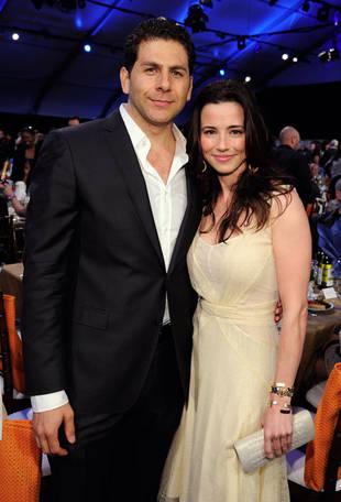 Linda Cardellini Engaged to Boyfriend Steven Rodriguez!